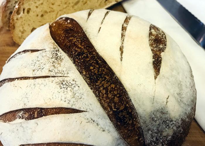 Χωριάτικο ψωμί με ξινό προζύμι